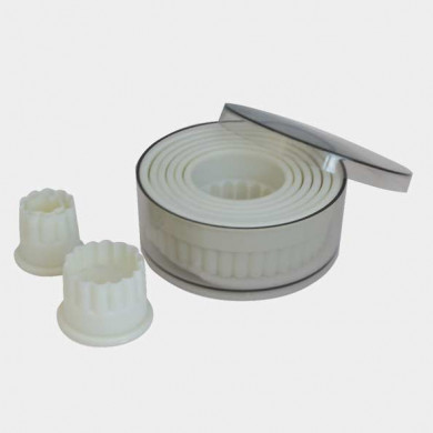 Box of 9 round fluted pastry cutters in food-grade plastic